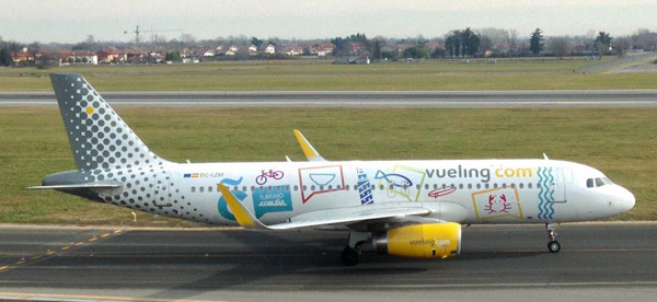 Vueling.com A320-200 WL EC-LZM (14-La Coruna)(Grd)(Vueling)(LR)