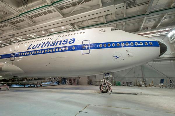 Lufthansa 747-800 D-ABYT (68)(Nose)(Lufthansa)(LR)