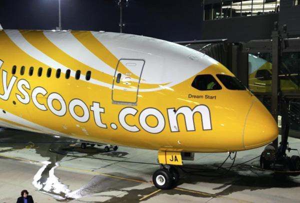 Scoot 787-9 9V-OJA (12)(Nose)(Scoot)(LR)