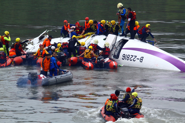 TransAsia B-22816 crash rescue (MNG)(LRW)