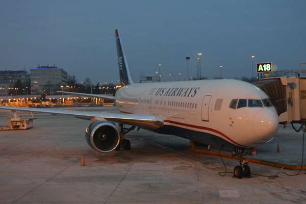 US Airways 767-200 at gate A18 PHL (JS)(LRW)