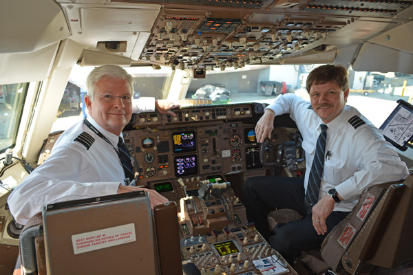 US Airways 767-200 flight 767 Capt Scott Lesh and FO John Hyde in cockpit (JS)(LRW)