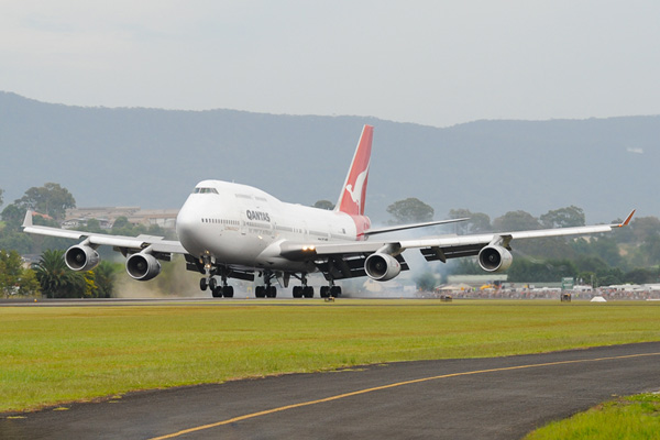 QANTAS 747-400 VH-OJA lands for the last time (QANTAS)(LRW)