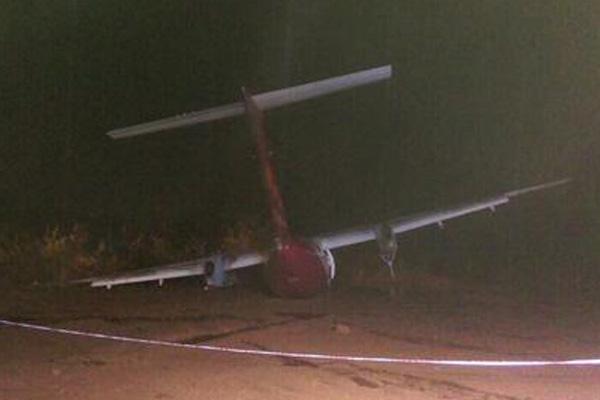SpiceJet DHC-8-400 VT-SUA landing at Hubli (Shylaja Varma)(LR)