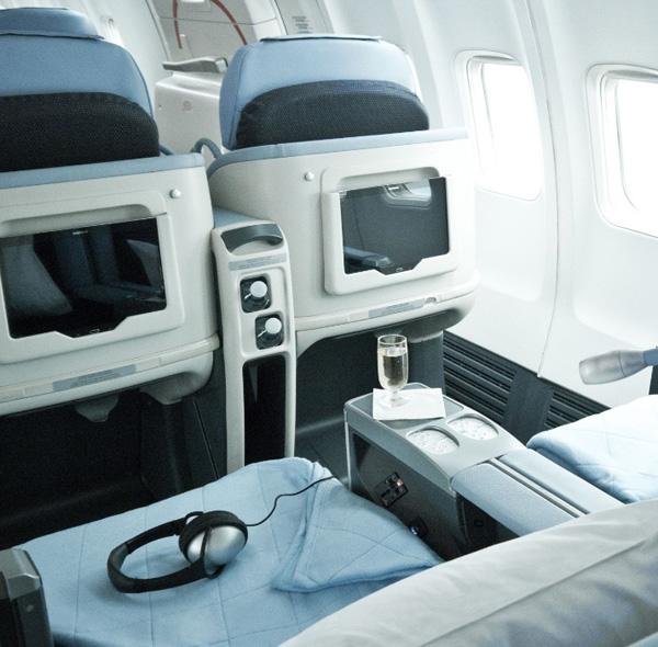 La Compagnie 757-200 cabin (La Compagnie)(LR)