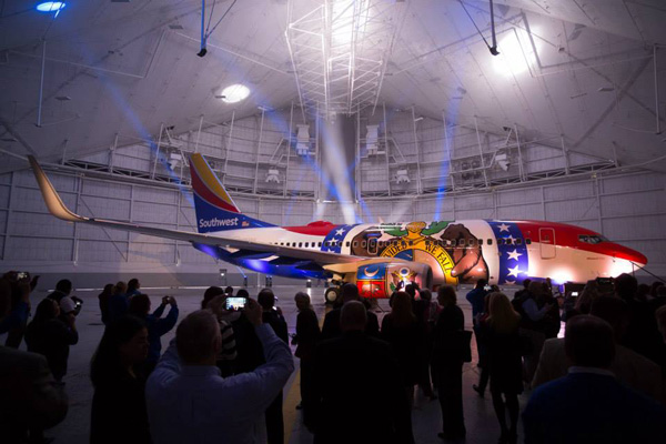 Southwest 737-700 WL N280WN (15-Missouri One)(Hangar) MCI (Southwest)(LR)