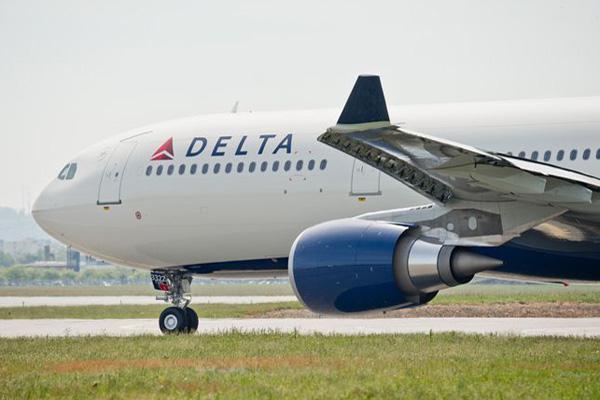 Delta A330-300 N822NW (07)(Nose) TLS (Airbus)(LR)