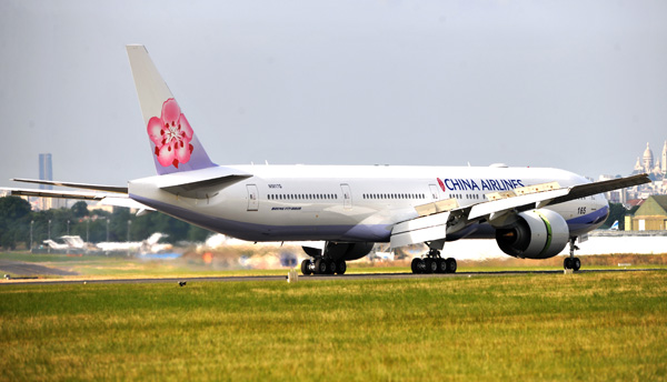 China Airlines 777-300 N5017Q (B-18002)(95)(Ldg) LBG (Boeing)(LRW)