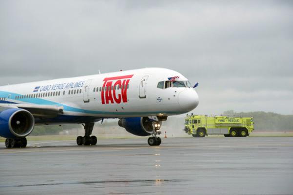TACV arrives at Providence (PVD)(LR)