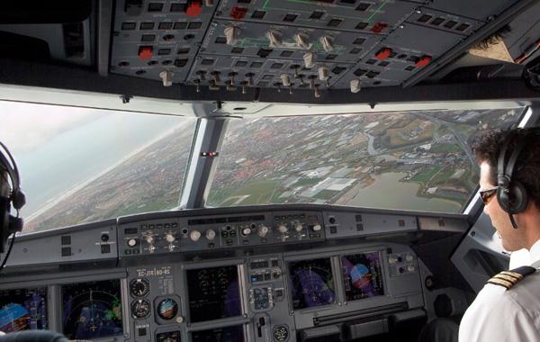 Vueing A320-200 EC-JTR cockpit (Vueling)(LR)