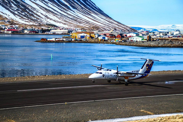 Air Iceland DHC-8-200 landing at Isafjordur