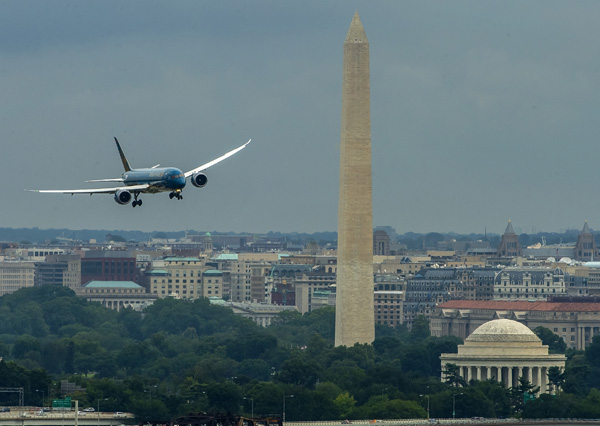 Vietnam 787-9 arrives at DCA (Boeing)(LRW)