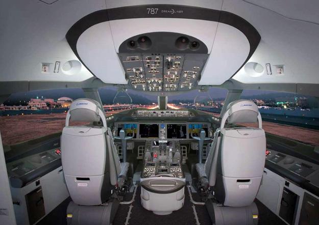 QANTAS 787-9 Flight Deck (QANTAS)(LRW)