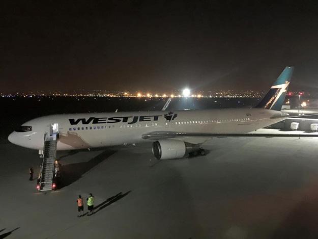 WestJet 767-300 WL (15)(Grd)(WestJet)(LR)
