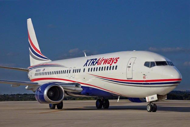 XTRAirways 737-400 N688XA (15)(Grd)(XTRA)(LR)