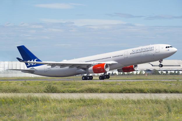 Scandinavian-SAS A330-300 LN-RKR (98)(Tko) TLS (Airbus)(LRW)