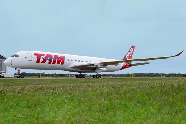TAM A350-900 F-WZFS (PR-XTA)(08)(Grd-1) TLS (Airbus)(LRW)