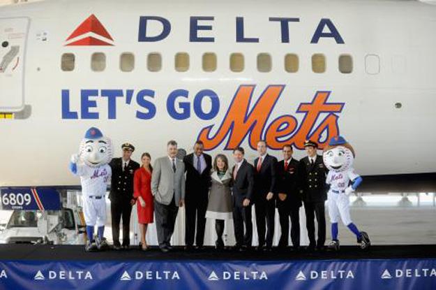 Delta 757-200 WL N713TW (07-Let's Go Mets)(logo) JFK (Delta)(LR)