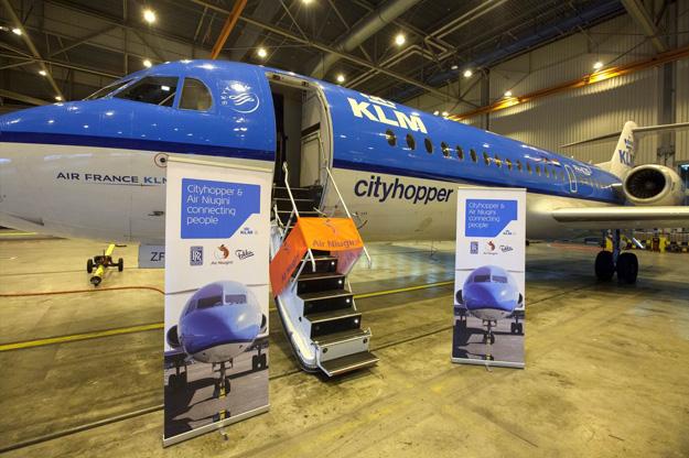 KLM Cityhopper F28 Mk 0070 PH-KZF (02) handover to Air Niugini (KLM)(LR)
