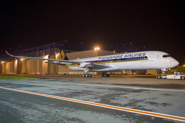 Singapore A350-900 F-WZFU (9V-SMA)(06)(Grd) TLS (Airbus)(LRW)