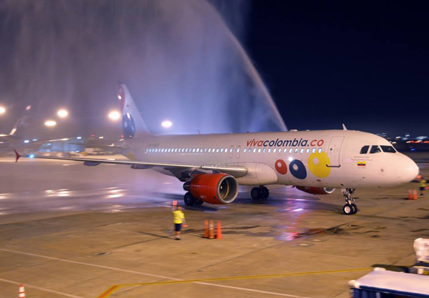 VivaColombia A320 arrives in MIA (MDAD)(LR)