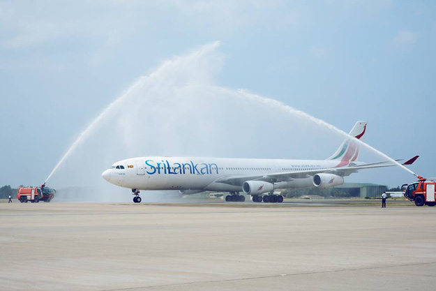 SriLankan A340-300 4R-ALF arrives at Colombo on last flight (SriLankan)(LR)