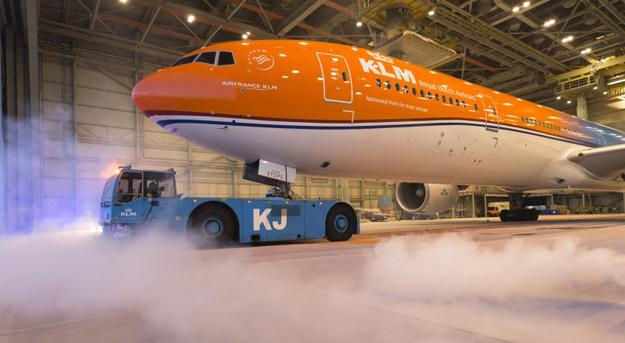 KLM 777-300 PH-BVA (16-OrangePride)(Grd)(KLM)(LR)