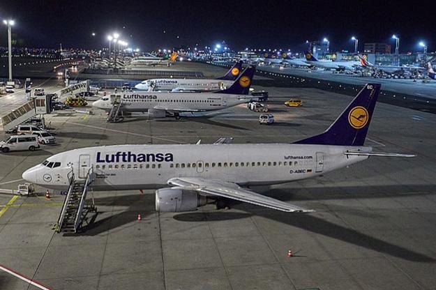 lufthansa-last-3-737-300-lhlrw
