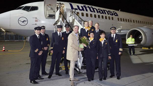 lufthansa-last-737-300-flight-crew-lhlrw