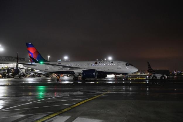 Airbus A220-100 (CS100 BD-500-1A10)   World Airline News