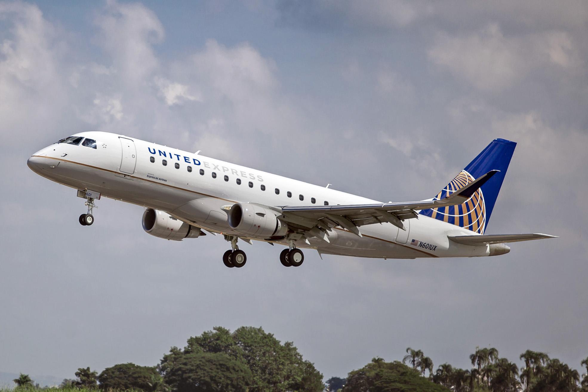 Expressjet Airlines A United Express Carrier Begins